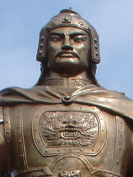 quang_trung_statue_03